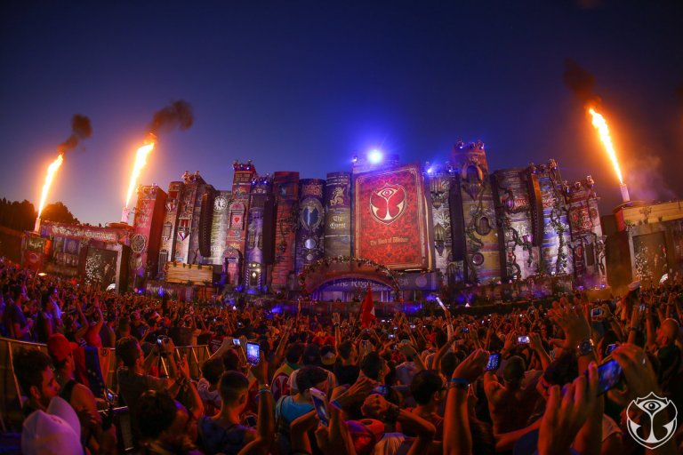 Yesterday is a history, Today is a gift, Tomorrow is a Mystery... 過去已成歷史,當下是份瑰寶,明日將成傳奇。 明日世界 Tomorrowland