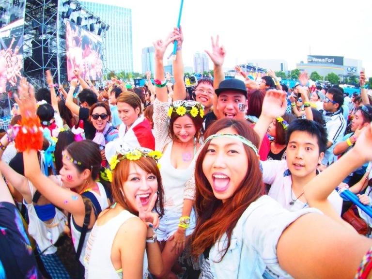 看到國旗飄揚聚集而來的台灣人