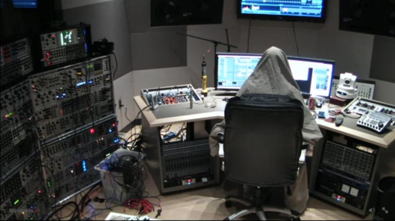 在電音界充斥著匿名幕後製作產業,也就是各位熟悉的Ghost Producer