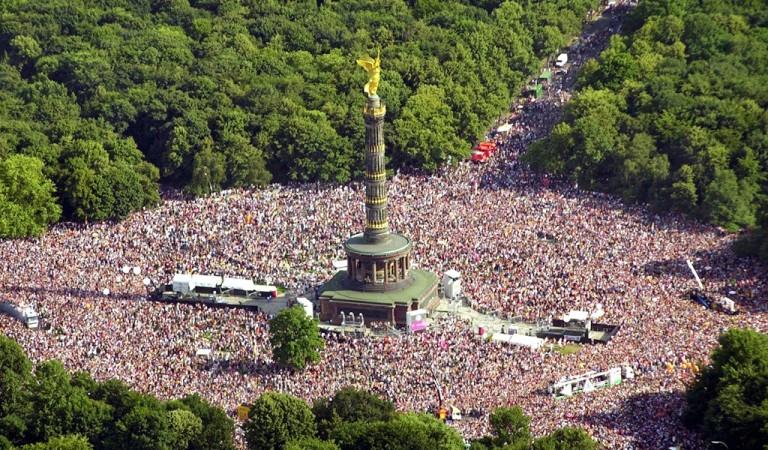 柏林 勝利紀念柱。跟筆者一樣造訪過柏林的人,應該不難想像...從布蘭登堡門一路延伸到勝利紀念柱,附近的廣場與大道塞滿人的景象,多麽壯觀!可惜因為發生嚴重意外,已於2010年勒令停辦。