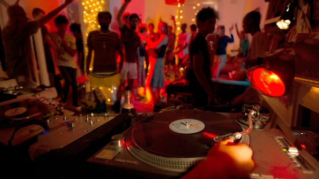 house-party-turntables