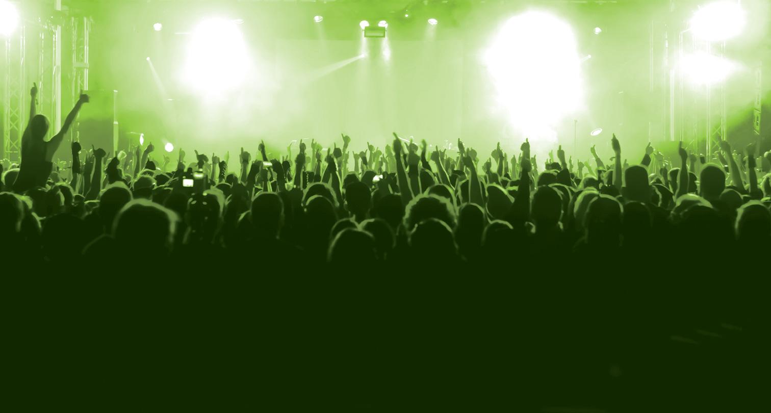 nav_1682957__crowd-hands_club-seats