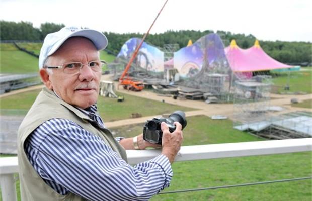 74-jarige-is-huisfotograaf-van-dancefestival-tomorrowland-id1894938-620x400