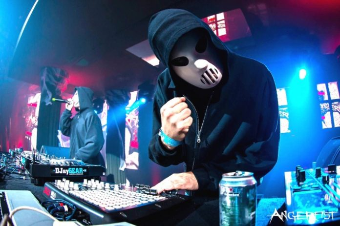 angerfist-ravejungle-696x463.jpg