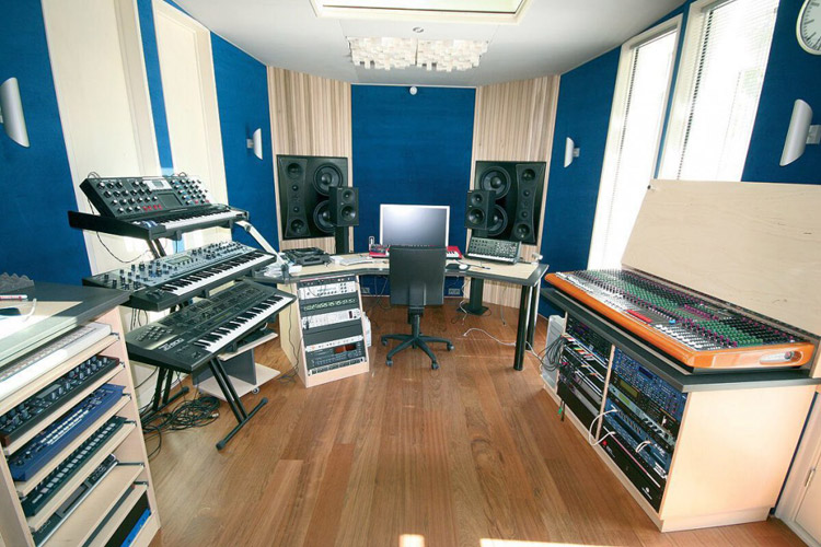 Armin-van-Buuren-Studio