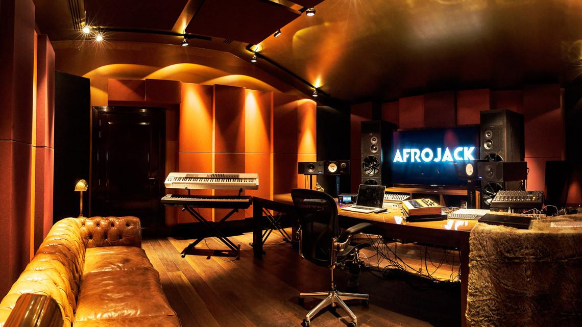 studio_main-1140x641