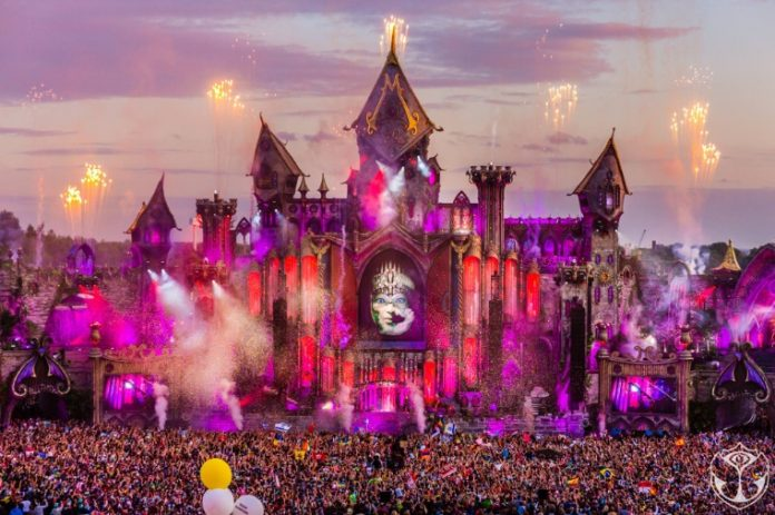 tomorrowland-696x463