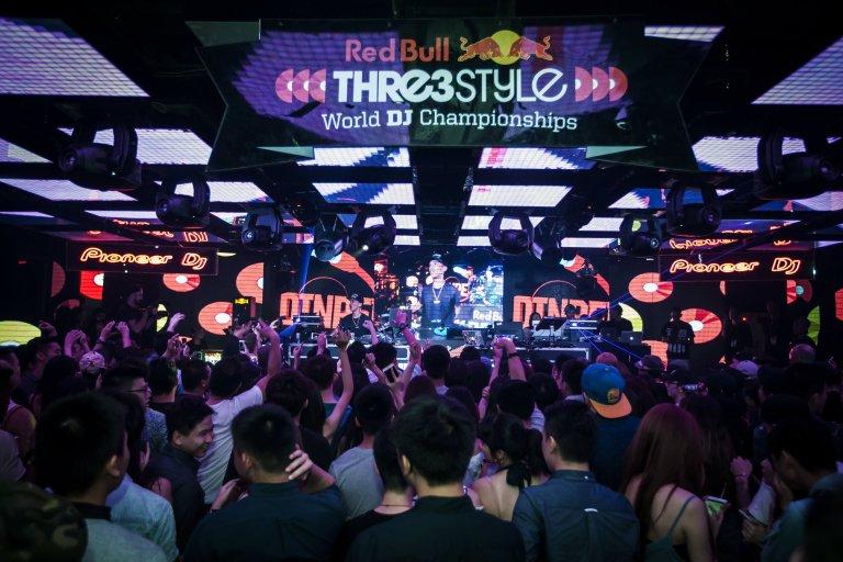 4.-2016-Red-Bull-3style台灣冠軍DJ-DinPei以高超混音與手指鼓技巧驚豔全場,也讓國際看見他的實力.jpg