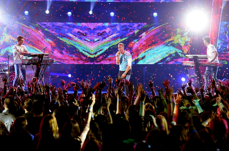 chainsmokers-coldplay-2017-live-performance-billboard-1548.jpg