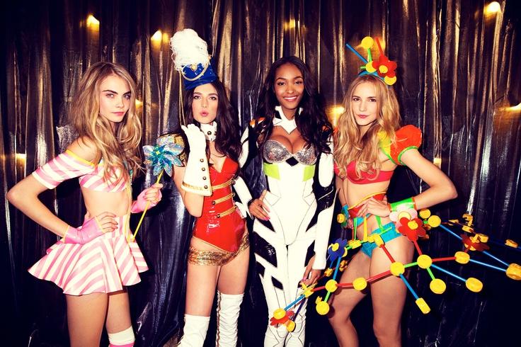 d3f0ec772b35a6658829f70dc9e52046--halloween-rave-group-halloween-costumes