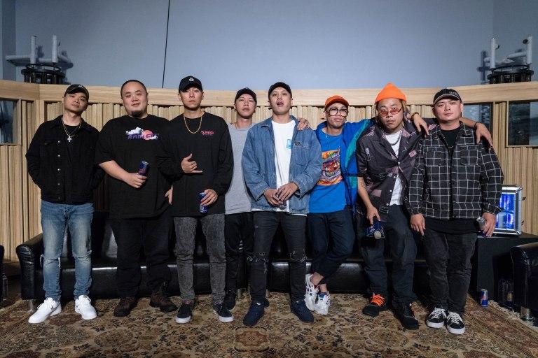 各路音樂好手集結打造UNDER THE BRIDGE嘻哈音樂學院(由左至右)絕情少年Barry、頑童MJ116大淵&瘦子&小春、小光L.C、Trout Fresh呂士軒、Tipsy、DJ Afro.jpg