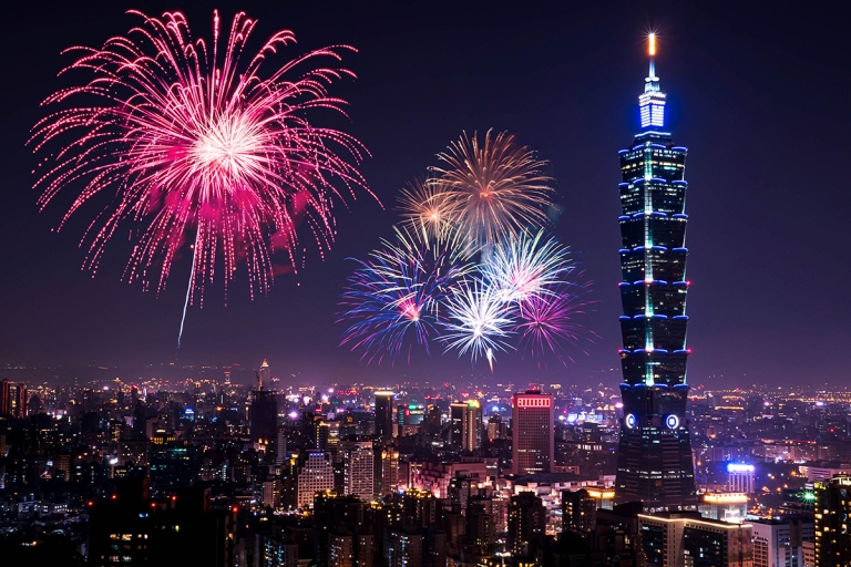 Taipei-101-Fireworks-over-Taipei-101.jpg